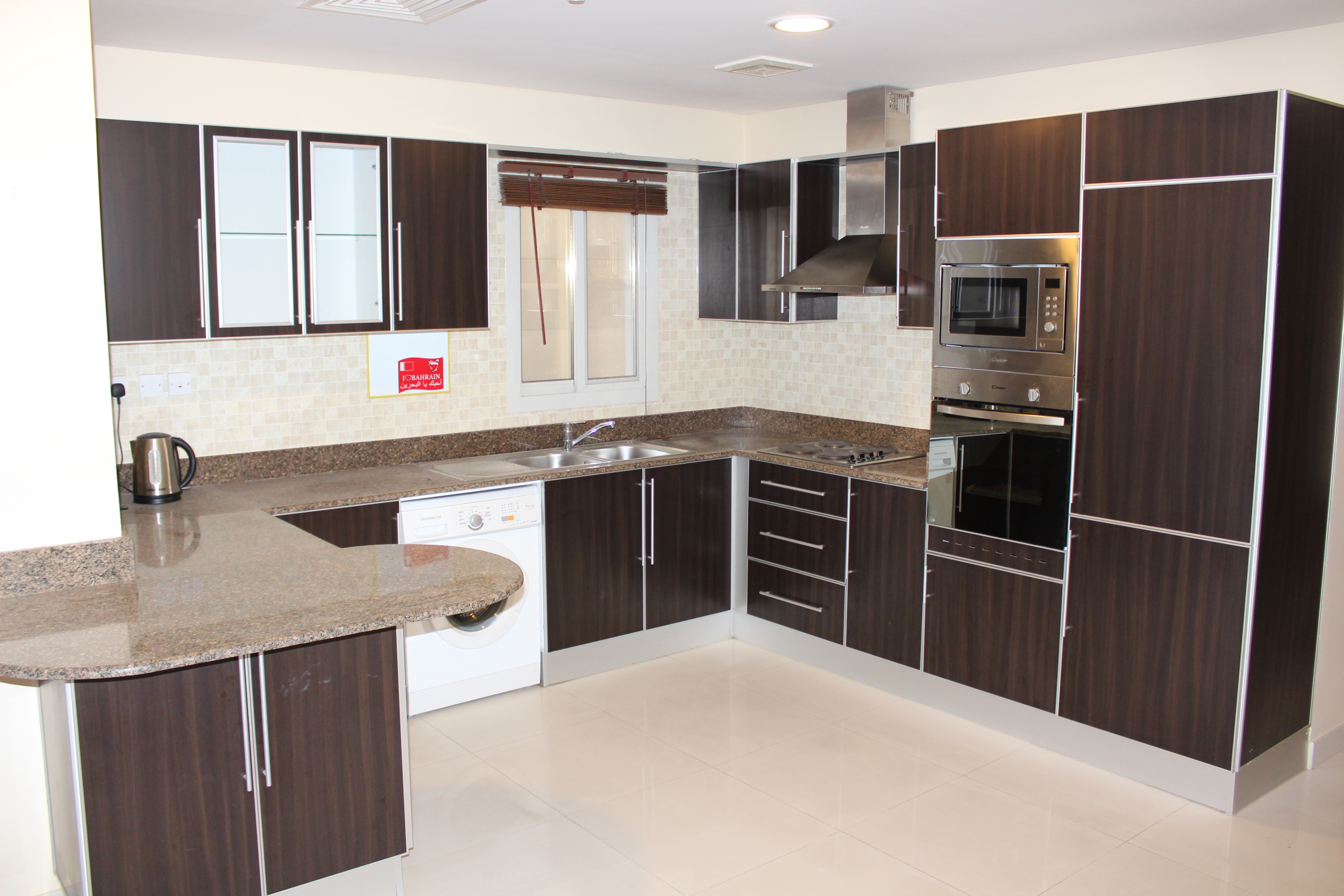 Bright Two Bedroom Vibrant Apartment 1
