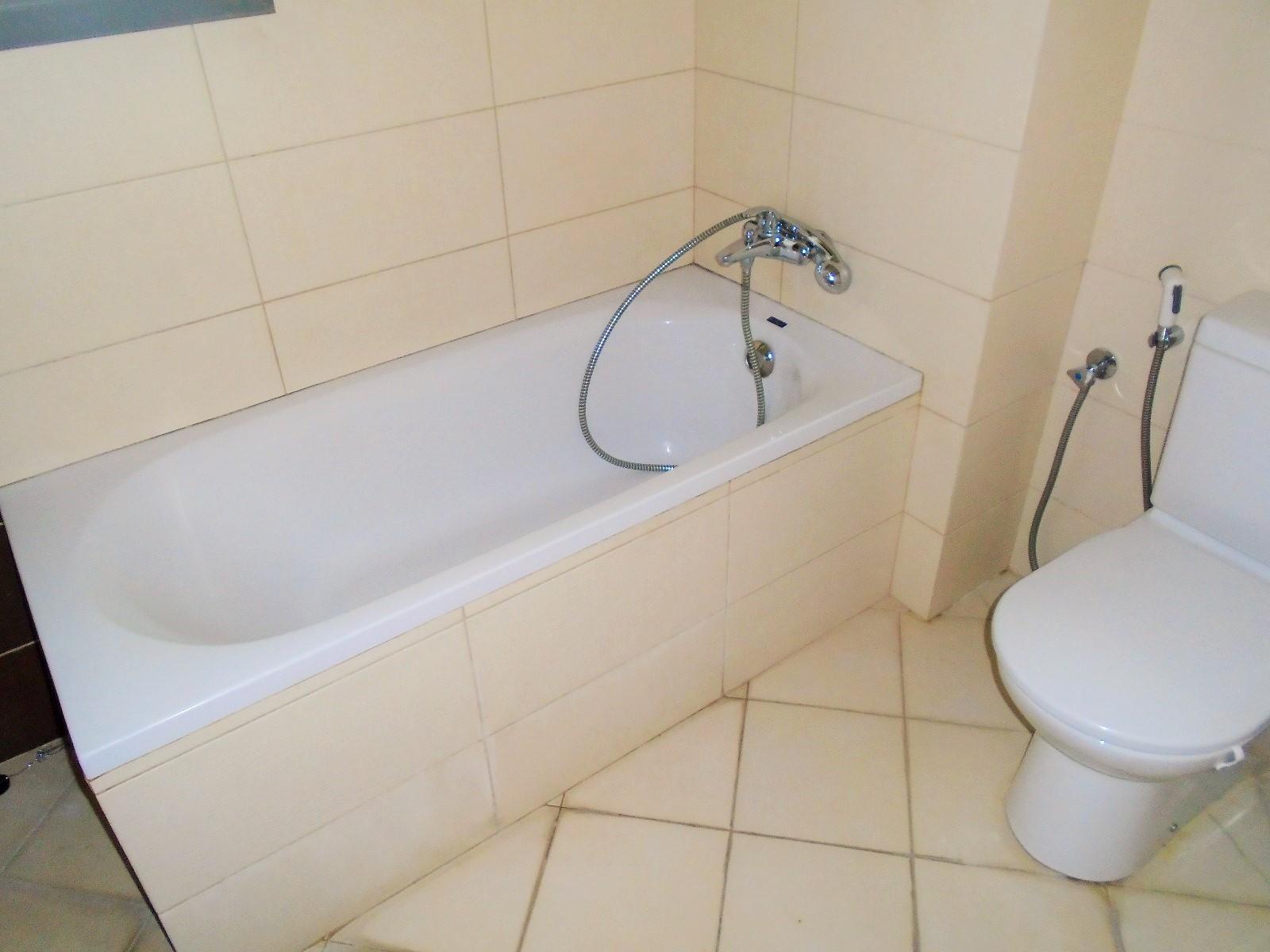 Splashy Two Bedroom Apartment8