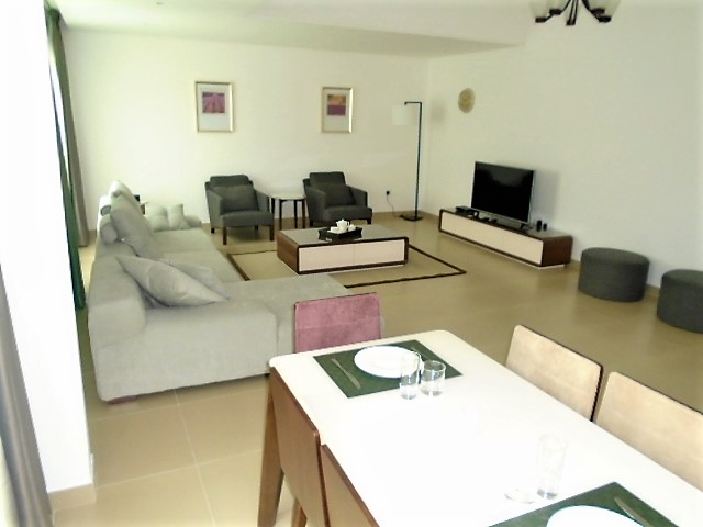 Charming Two Bedroom Bright Apartment1